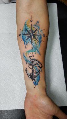 Brújula y Ancla Wave Tattoo Design, Compass Tattoo Design, Sketch Tattoo Design, Forearm Tattoo Design, Tattoo Sleeve Designs, Sleeve Tattoos, Compass Tattoos Arm, Arrow Tattoos, Leg Tattoos Women