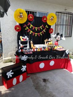 Minus the yellow, table cloth ideas Regalos Mickey Mouse, Minnie Y Mickey Mouse, Fiesta Mickey Mouse, Mickey Mouse Baby Shower, Mickey Mouse Parties, Mickey Party, Mickey Mouse Table, Mickey Mouse Birthday Theme, Theme Mickey