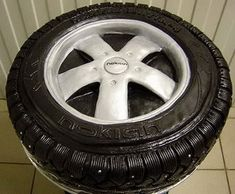 tire cake, great for a groom's cake Unique Cakes, Creative Cakes, Fancy Cakes, Cute Cakes, Tire Cake, Wheel Cake, Realistic Cakes, Cool Cake Designs, Types Of Cakes