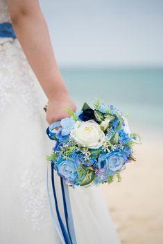 ブルーとホワイトのお花のナチュラルクラッチブーケ。すべて造花でできております。 Silk Flower Bouquets, Silk Flowers, Floral Wreath, Wreaths, Flowers, Floral Crown, Door Wreaths, Deco Mesh Wreaths, Floral Arrangements