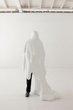 New York-based artist Daniel Arsham. Through sculpture, drawing and performance, Arsham challenges our perceptions of physical space in order to make Viviane Sassen, Contemporary Sculpture, Contemporary Artwork, Pop Art, Land Art, White Art, American Artists, Installation Art, Art Installations