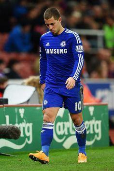 "Did someone say ""futbol""? Soccer Guys, Football Boys, Football Players, Chelsea Football, Chelsea Fc, Euro 96, Eden Hazard Chelsea, Stamford Bridge, Ideal Man"