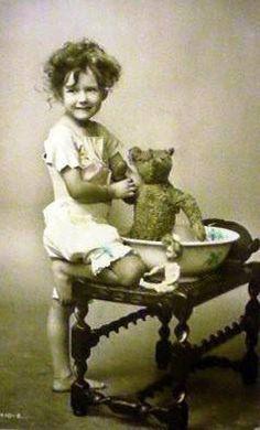 images of antique teddy bears Vintage Children Photos, Vintage Pictures, Old Pictures, Vintage Images, Old Photos, Old Teddy Bears, Antique Teddy Bears, My Teddy Bear, Antique Photos