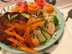 Kubai mojo sült tarja, édesburgonya szalagchipsszel és lime-os salátával Tacos, Lime, Chips, Mexican, Ethnic Recipes, Food, Limes, Potato Chip, Essen