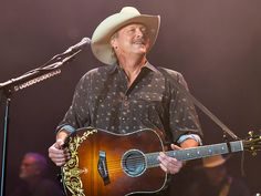 Alan Jackson Announces 25th Anniversary Tour – and 2 Very Cool Opening Acts http://www.people.com/article/alan-jackson-tour-25th-anniversary-keepin-it-country