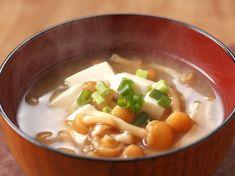 日本人に馴染み深い味噌汁をベースに、1週間の短期集中でダイエットに取り組む方法を考案。味噌に含まれるダイエットに効果的な成分を味方に、野菜を多く加えることで満腹感もアップ。飽きないための味噌汁アレンジ法や、ダイエット効果を高める食事メニューも必見です。(2ページ目)