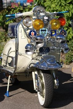 Mod scooters : 60s style vintage Vespa and Lambretta scooters