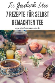 Looking for the best gift for the tea lover in your life? We've got you covered with 25 of the best tea related gifts! Tea Infuser Bottle, Tea Organization, Bio Tee, Tea Storage, Best Tea, Tea Service, Loose Leaf Tea, Kraut, Yummy Drinks