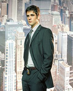 Eddie Cahill from CSI New York. Okay, another favorite character.but for a different reason :) Eddie Cahill, Beautiful Men, Beautiful People, Les Experts, Gary Sinise, Novel Characters, Cute Actors, Man Crush, Celebrity Photos