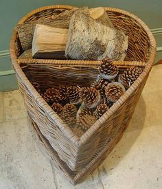 Heart-Shaped Log Basket with Fir Cones Storing Towels, Log Fires, Navidad Diy, Toy Store, Pine Cones, Basket Weaving, Heart Shapes, Crates, Wicker