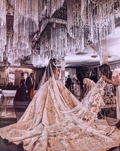 Wedding Gown with extravagant train Engagement 💍 💍 Princess Wedding Dresses, Dream Wedding Dresses, Bridal Dresses, Wedding Gowns, Wedding Rings, Weeding Dress, Beautiful Gowns, Dream Dress, Ball Gowns