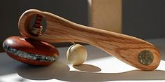 Handcrafted Padauk Spin Top with gold flecks, brass tip and crushed Grates Cove stone, mussel shell, and Labrador Soap Stone Inlay. Oak handle with same inlay. Woodworking Toys, Soapstone, Wooden Crafts, Measuring Spoons, Spoon Rest, Spin, Labrador, Shells, Handle