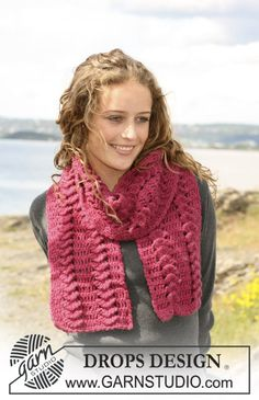 Gorgeous and classic #crochet #scarf. Free pattern by #DROPSDesign #Garnstudio