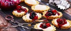 Mandelmusslor - tartelettes à l'amande et à la confiture #julbord #swedishchristmas #danischristmas #godjul #jul #nordicjul #mandelmusslor #tarteletteamande