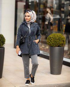 hijab fashion Beautiful Hijab, Hijab Fashion, Raincoat, Winter Jackets, Pretty, Sweaters, Anime, Wallpapers, Instagram