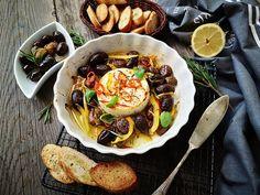 Telemea la cuptor cu masline si rozmarin - Bucataresele Vesele Entrees, Recipies, Ethnic Recipes, Food, Recipes, Meal, Eten, Meals, Appetizer