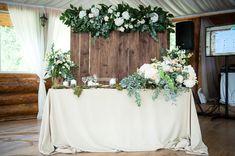 sweetheart table, head table, backdrop президиум, стол жениха и невесты, задник, свадьба рустик