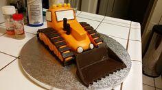 Bulldozer cake Bulldozer Cake, 3rd Birthday Cakes, Cake Ideas, Baking, Desserts, Food, Tailgate Desserts, Deserts, Bakken