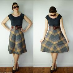 VINTAGE 1970s Gray & Tan Plaid Wool Blend A Line Tulip Flare Skirt Small
