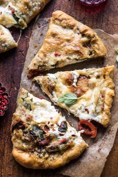 Spinach and Prosciutto Burrata Calzone: made in 30 mins, easy weeknight or weekend dinner. Makes for a great holiday appetizer too! @halfbakedharvest.com Lemon Pizza, Flatbread Pizza, Neapolitanische Pizza, Pizza Dough, Pizza Party, Wraps, Pizza Recipes, Cooking Recipes, Recipes Dinner