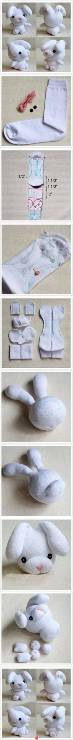 Sewing Animals Projects DIY Bunny peluches de conejito - Learn how to sew by taking things one step at a time. You'll find everything you need in this article for sewing newbies. Sock Crafts, Cute Crafts, Fabric Crafts, Creative Crafts, Sewing Toys, Sewing Crafts, Sewing Projects, Diy Projects, Craft Tutorials
