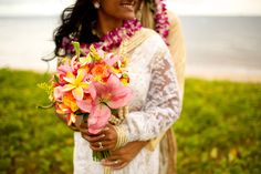 Colorful and Cultural Wedding//Maui//Hawaii Bliss Flower Design Anna Kim Photography #weddingflorist #weddingflorals #weddingflowers #blissflowerdesign #annakimphotography