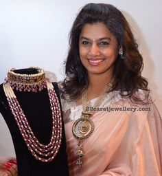 Pinky Reddy showcasing kundan and pearls long chain at Jaipur Jewellery expo Ruby Jewelry, Bead Jewellery, Gemstone Jewelry, Wedding Jewelry, Gold Jewelry, Beaded Jewelry, Jewelery, Jewelry Necklaces, Beaded Necklace