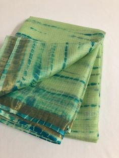 Tie and dye pure kota silk saree Shibori Sarees, Kora Silk Sarees, Tussar Silk Saree, Cotton Saree, Kota Sarees, Indian Sarees, Simple Sarees, Trendy Sarees, Fancy Sarees