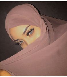 Muslim Fashion 665899494877132801 - Book photo # Aléatoire # amreading # books # wattpad Source by Modern Hijab Fashion, Hijab Fashion Inspiration, Muslim Fashion, Arab Girls, Muslim Girls, Muslim Women, Beautiful Hijab, Beautiful Eyes, Beau Hijab