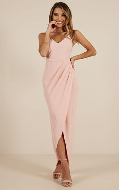 Complete your look with the Lucky Day Maxi Dress In Blush from Showpo! Buy now, wear tomorrow with easy returns available. Blush Bridesmaid Dresses, Blush Dresses, Light Pink Dresses, Inexpensive Prom Dresses, Dress Code Casual, Semi Formal Dresses, Legging Outfits, The Dress, Marie