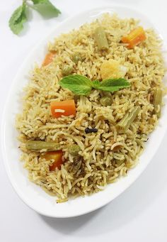 Biryani recipes - Learn how to make biryani with veggies or meat & spices. Collection of 30 delicious veg & non-veg biryani recipes from Indian cuisine Vegetable Recipes, Vegetarian Recipes, Cooking Recipes, Rice Recipes, Vegetarian Biryani, Cooking Dishes, Veggie Food, Curry Recipes, Cooking Tips