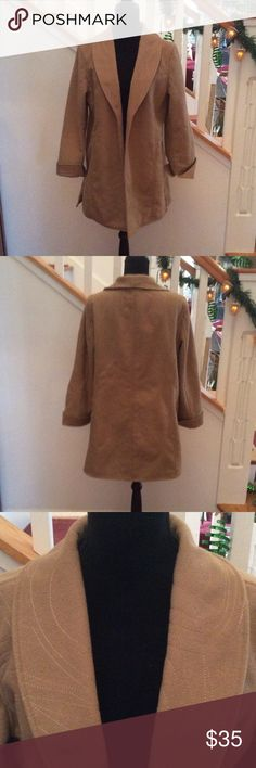 Beautiful Travelsmith Caramel Color Coat - L Beautiful Travelsmith Caramel Color Coat, side slits, no buttons or pockets. Gold thread detail. Worn 2-3 times. EUC 100% Polyester, Size L Travelsmith Jackets & Coats