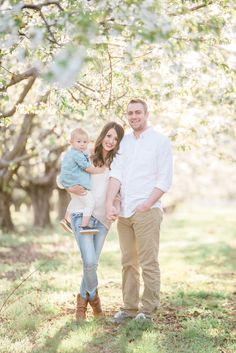 Family session by Lisha Michelle Photography - Family Outfit Inspiration Family Portrait Poses, Family Picture Poses, Family Picture Outfits, Family Portrait Photography, Family Posing, Family Photographer, Spring Family Pictures, Family Photos With Baby, Outdoor Family Photos