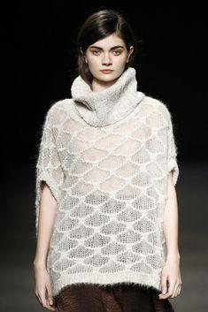 Sita Murt Moda Barcelona, Barcelona Fashion, Model Face, Knitting Designs, Knitting Ideas, Glamour, Sweater Making, Pullover, Beautiful Outfits