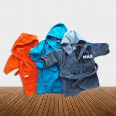 Baby badjas met naam, te borduren met een leuke naam, tekst of uw eigen logo. Gratis borduurwerk en altijd binnen 24 uur geleverd.