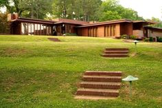 Rosenbaum House (Frank Lloyd Wright). The integration of landscape with functionality of the home is amazing!
