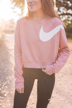 Workout Clothes To Buy For The New Year - Gal Meets Glam - - Gal Meets Glam Workout Clothes To Buy For The New Year -Nike Sweatshirt, Pants & Sneakers c/o Source by abzillla Legging Outfits, Nike Outfits, Athleisure Outfits, Womens Workout Outfits, Sporty Outfits, Athletic Outfits, Summer Outfits, Fashion Outfits, Athletic Clothes