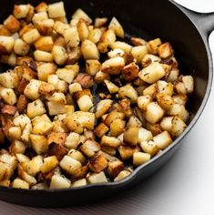 These skillet fried potatoes are just like grandma used to make in her trusty cast iron skillet! Crispy on the outside, fluffy on the inside! Country Fried Potatoes, Skillet Fried Potatoes, Home Fried Potatoes, Crispy Breakfast Potatoes, Fried Potatoes Recipe, Potatoes In Oven, Fries Recipe, Oven Baked Fries, Fries In The Oven