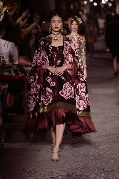 Yue Han at Dolce & Gabbana Alta Moda Fall/Winter 2016.