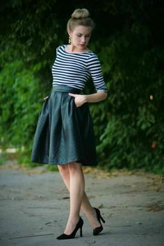 super cute, wish I had a long leather skirt like this!