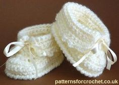 Free baby crochet pattern for cute booties from http://patternsforcrochet.co.uk/booties-usa.html #patternsforcrochet #freecrochetpatterns