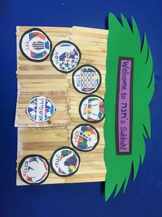 Sukkot Sukkos Project. Welcome to our sukkah. Ushpizin. Our fathers come to visit us every night of sukkot. When open the sukkah the child's picture is inside holding a lulav and esrog. For this project you need... Foam poster board, Popsicle sticks, green  foam for scach.