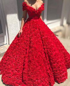 Flowers! . . . . . #dress #dourado #bridal #brilho #bride #brides #weddingday #wedding #weddings #weddingdress #dress #dresses #vestido #casamento #madrinha #bridesmaids #bridesmaid #instabride #inspiração #inspiration #moda #noiva #dream #l4l #sonhocasamento #beautiful #love #flowers #flor #red