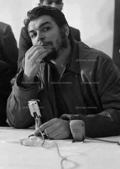 Comandante Ernesto Che Guevara - the Argentine-Cuban guerrilla fighter, revolutionary leader,. Karl Marx, Che Guevara Photos, Che Quevara, Pablo Emilio Escobar, Cuba History, Ernesto Che Guevara, Viva Cuba, Fidel Castro, Guerrilla