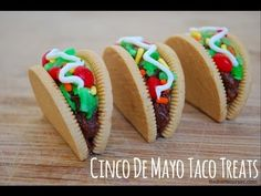 Throwing a Cinco de Mayo party? Here are some great Cinco de Mayo treat ideas to spice things up. Be sure to also check out our other Cinco de Mayo Party Ideas. Taco Bar, Taco Cupcakes, Cupcake Cakes, Mexican Food Recipes, Dessert Recipes, Mexican Desserts, Taco Dessert, Mexican Appetizers, Dessert Table
