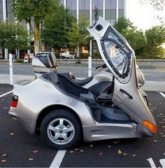 Nothing adds flair to a motorcycle like an awesome sidecar. Here are ten of the most impressive sidecars around. Motorbike With Sidecar, Motorcycle Camping, Motorcycle Design, Weird Cars, Cool Cars, Crazy Cars, Funny Accidents, Porsche, Cool Motorcycles