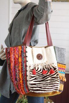 Sac bohème, hippie chic, toile tissée sahri, lainage écru, chevron, velours camel doré, poche en peau