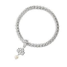 Náramek Quinell  Metalický síťovaný náramek s přívěskem (ozdobená mince pro štěstí, ozdobené srdce a lotosový květ s umělou perlou).  Materiál: zinek, ocel.  Vnitřní průměr: 5,5 cm.  Rozměry přívěsků: 2-2,6 x 1-1,4 cm. #avon#moda# Avon, Bracelets, Silver, Jewelry, Jewlery, Money, Bijoux, Schmuck, Jewerly
