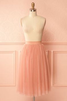 Aurelia Rose #Boutique1861 / The classical dancer inside you will love this airy tulle skirt! High waisted and stretchable, the skirt flows to just above the knees. The soft and light lining makes it a dream to wear.