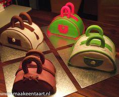 Workshop taarttas maken voor volwassenen  €40,00 (20 cm taart)  Voor kinderen €20,00 (15 cm taart)